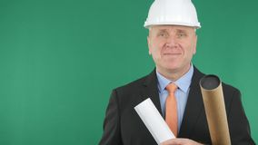Homem de negócios de sorriso Wearing Helmet Smiling feliz na entrevista imagens de stock