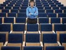 Homem de negócios Standing In Auditorium Fotos de Stock Royalty Free