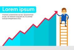 Homem de negócios Standing no vermelho do gráfico da mostra da escada acima Fotos de Stock