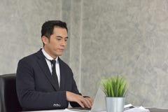 Homem de negócios Stress do trabalho problemático fotografia de stock royalty free