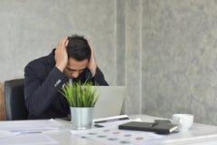 Homem de negócios Stress do trabalho problemático imagem de stock