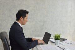 Homem de negócios Stress do trabalho problemático foto de stock royalty free
