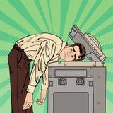 Homem de negócios Stressed no escritório Esforço no trabalho Pop art Vetor fotos de stock royalty free