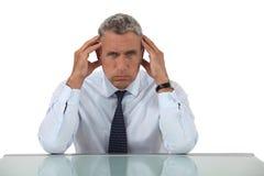 Homem de negócios superior com dor de cabeça Fotos de Stock Royalty Free