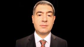 Homem de negócios surpreendido que mostra a emoção vídeos de arquivo