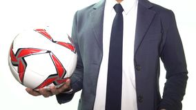 Homem de negócios Throw Soccer ou futebol na parte dianteira branca do fundo filme