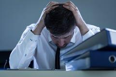 Homem de negócios triste, sobrecarregado Imagens de Stock Royalty Free