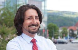 Homem de negócios turco de riso fora na frente de seu escritório Fotografia de Stock Royalty Free