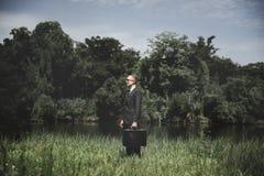 Homem de negócios verde Environmental Conservation Strategy que planeia C imagens de stock royalty free