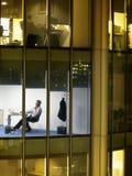 Homem de negócios Working Late Night no escritório Imagem de Stock Royalty Free