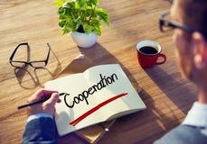 Homem de negócios Writing a cooperação da palavra fotos de stock