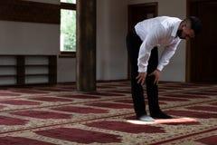 Homem de neg?cios Prayer At Mosque fotografia de stock