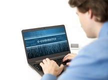 Homem de neg?cios que usa o computador port?til Imagens de Stock Royalty Free