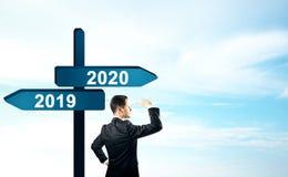 Homem de neg?cios 2019, sinal 2020 imagens de stock