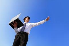 Homem de negócio com portátil Imagens de Stock Royalty Free