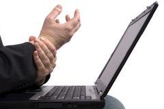 Homem de negócio com síndrome do túnel de RSI/Carpal Foto de Stock