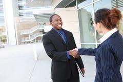 Homem de negócio e aperto de mão diversos da mulher Fotografia de Stock Royalty Free