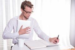 Homem de negócio novo que toma notas Imagens de Stock