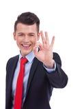 Homem de negócio que dá lhe o sinal APROVADO Fotografia de Stock Royalty Free