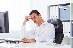 Homem de negócio sob o esforço Fotografia de Stock Royalty Free