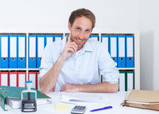 Homem de negócios alemão considerável no escritório Fotografia de Stock Royalty Free