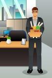 Homem de negócios ateado fogo que leva uma caixa Foto de Stock