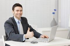 Homem de negócios bem sucedido feliz Fotografia de Stock