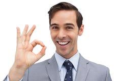 Homem de negócios bem sucedido que dá o sinal aprovado Imagens de Stock