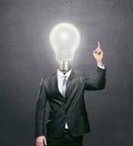 Homem de negócios com a ampola iluminada como uma cabeça Foto de Stock Royalty Free