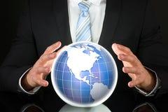 Homem de negócios com enigma do globo 3D Foto de Stock Royalty Free
