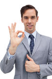 Homem de negócios de sorriso que mostra o sinal aprovado Foto de Stock Royalty Free