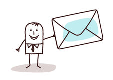 Homem de negócios dos desenhos animados que guarda um enveloppe do correio Imagem de Stock