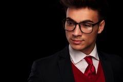 Homem de negócios em vidros vestindo do terno preto Fotos de Stock