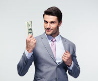 Homem de negócios feliz que guarda dólares americanos Fotos de Stock Royalty Free