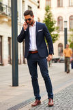 Homem de negócios novo na rua Foto de Stock Royalty Free