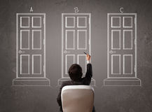 Homem de negócios que escolhe a porta direita Imagens de Stock Royalty Free
