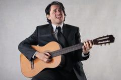 Homem de negócios que joga a guitarra Foto de Stock Royalty Free