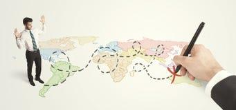 Homem de negócios que olham o mapa e rota tirada à mão Imagens de Stock