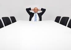 Homem de negócios que senta-se sozinho Imagens de Stock Royalty Free