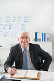 Homem de negócios superior alegre Foto de Stock