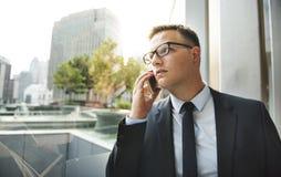 Homem de negócios Talking Phone Concept da telecomunicação Imagens de Stock Royalty Free