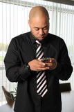 Homem de negócios Texting Fotos de Stock Royalty Free