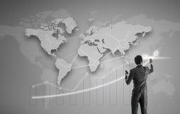Homem de negócios Working na tela virtual de Digitas Fotografia de Stock