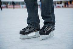 Homem de patinagem Fotografia de Stock