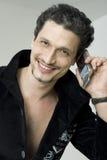 Homem de sorriso com telefone móvel Fotos de Stock