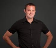 Homem de sorriso no preto Imagens de Stock
