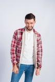 Homem de sorriso novo em uma camisa de manta Imagem de Stock Royalty Free