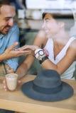 Homem de sorriso que guarda a mão da mulher feliz Fotos de Stock Royalty Free