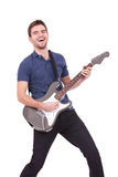 Homem de sorriso que joga uma guitarra elétrica Foto de Stock