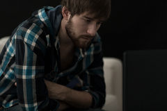 Homem deprimido novo Imagem de Stock